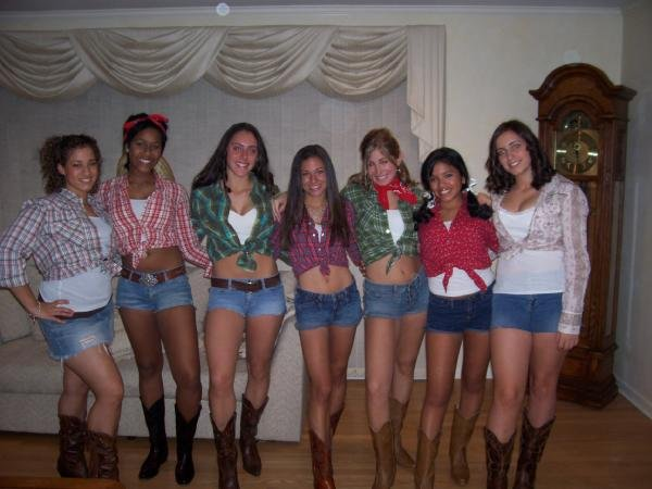 this was the year the new dukes of hazzard with jessica simpson came out and despite never having any desire to actually see the movie my group of friends - Daisy Dukes Halloween Costume