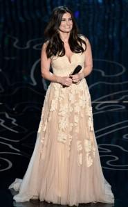 Oscars_Idina2
